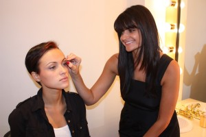 "New York's ""Brow Goddess"" Gina Daddona shapes a clients brows."